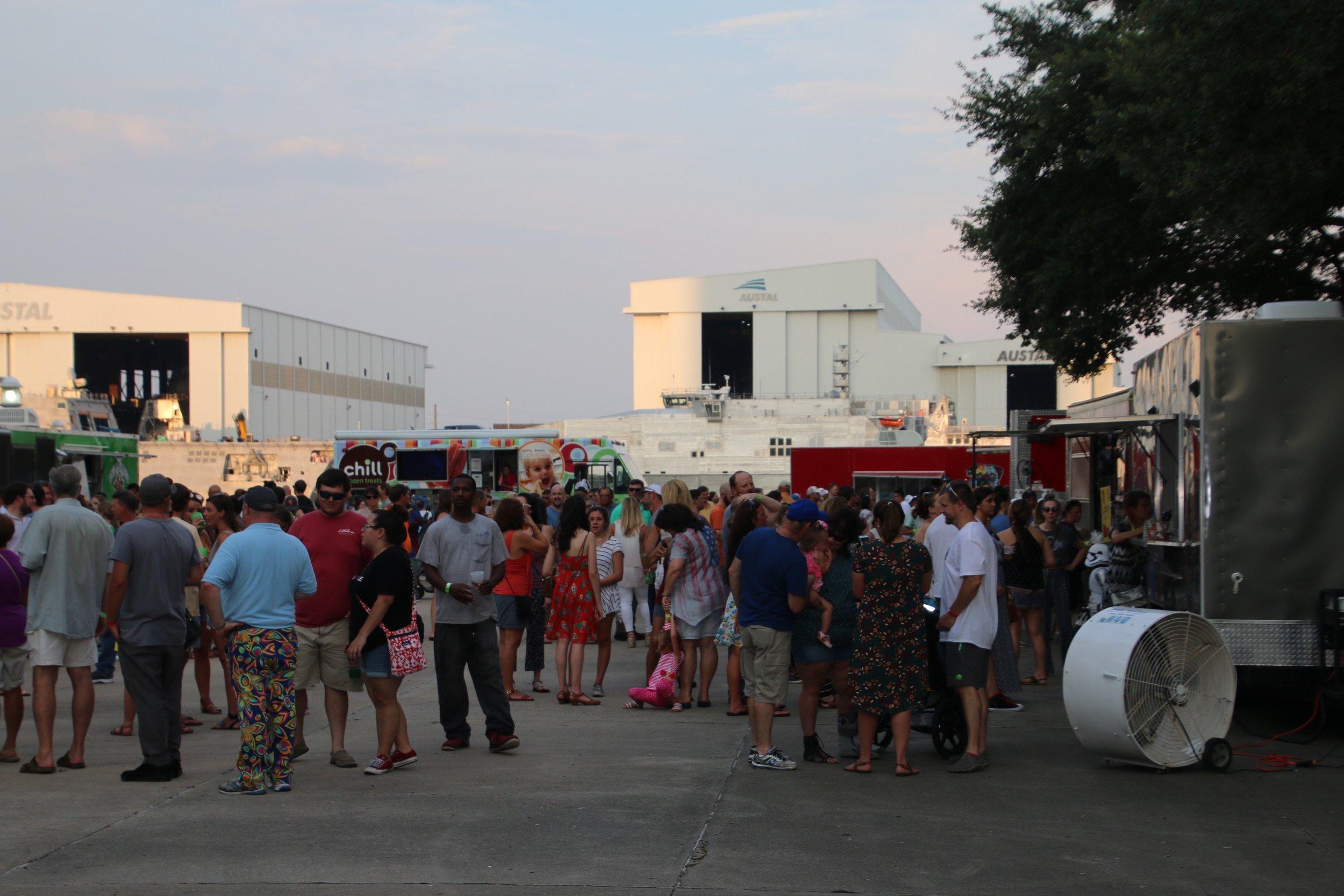 Food Truck Crowds 12.jpg