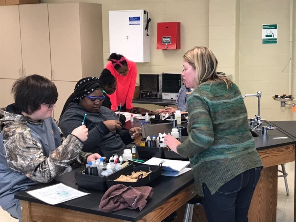 SWAMP Educator, Ilka Porter, teaches students how to conduct water quality tests.