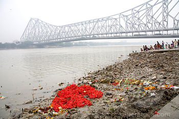 Mullick ghat, near Howrah Bridge in Kolkata. Image courtesy of Parthasarathi Mukherjee, Walks in Kolkata.