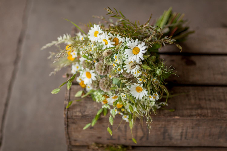 Zita Elze daisy bouquet