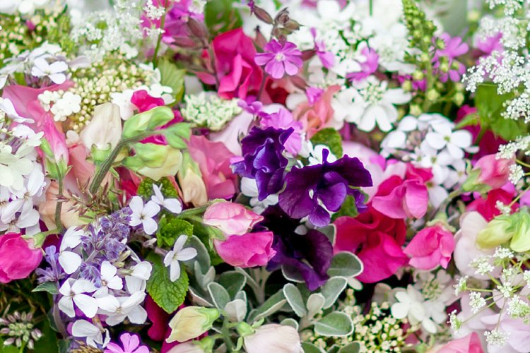 Day-2-British-Flowers-Week-2016-Orlaya-grandiflora-in-design-New-Covent-Garden-Flower-Market-Flowerona