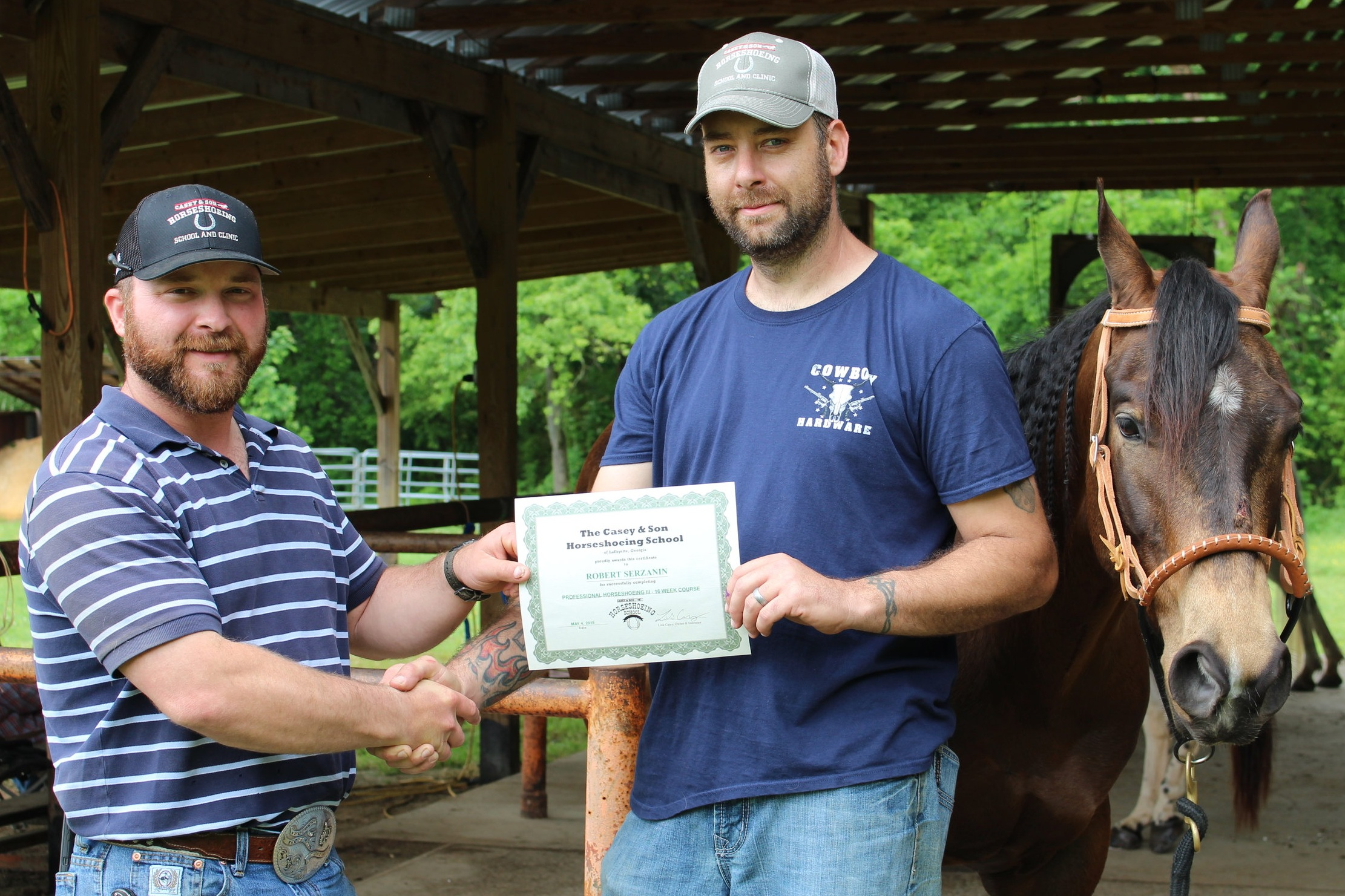 Robert+Serzanin%2C+Veteran+of+MI%2C+new+Certified+Farrier%2C+EFT%2C+Reining+competitor+with+his+3+yr+mare+in+training+he+learned+to+shoe+while+at+Casey+Horseshoeing+School+in+GA%2C+Link+Casey+at+left.jpg