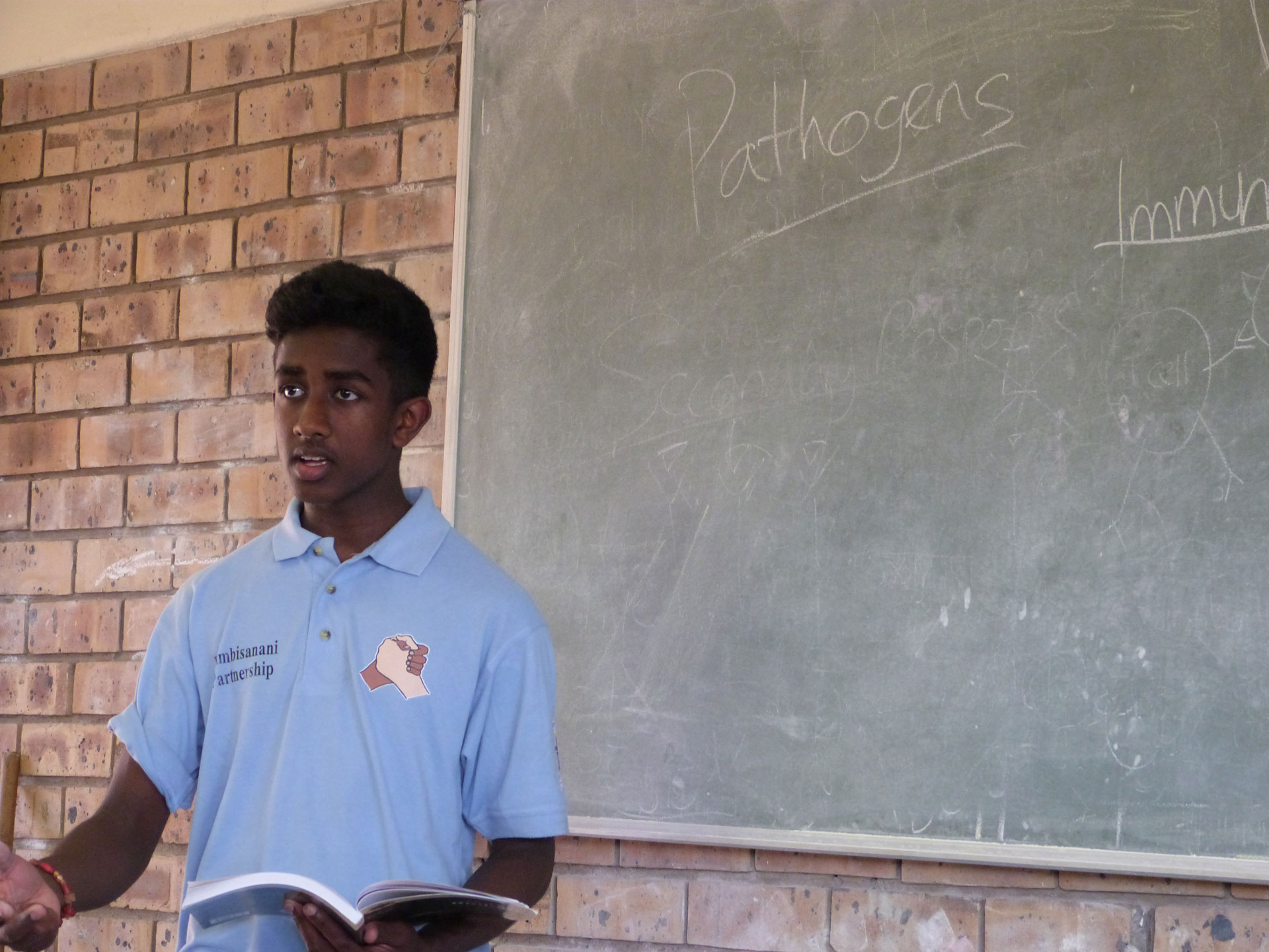 Photo: Kavi teaching science during the 2013 South Africa visit