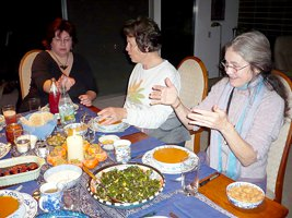 267x200xwomens_group_dinner.png.pagespeed.ic.WFKjt9AWv_.jpg