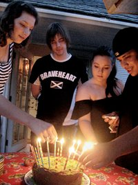 200x267xbirthday_cake_friends.png.pagespeed.ic.ZyGYnJWygr.jpg