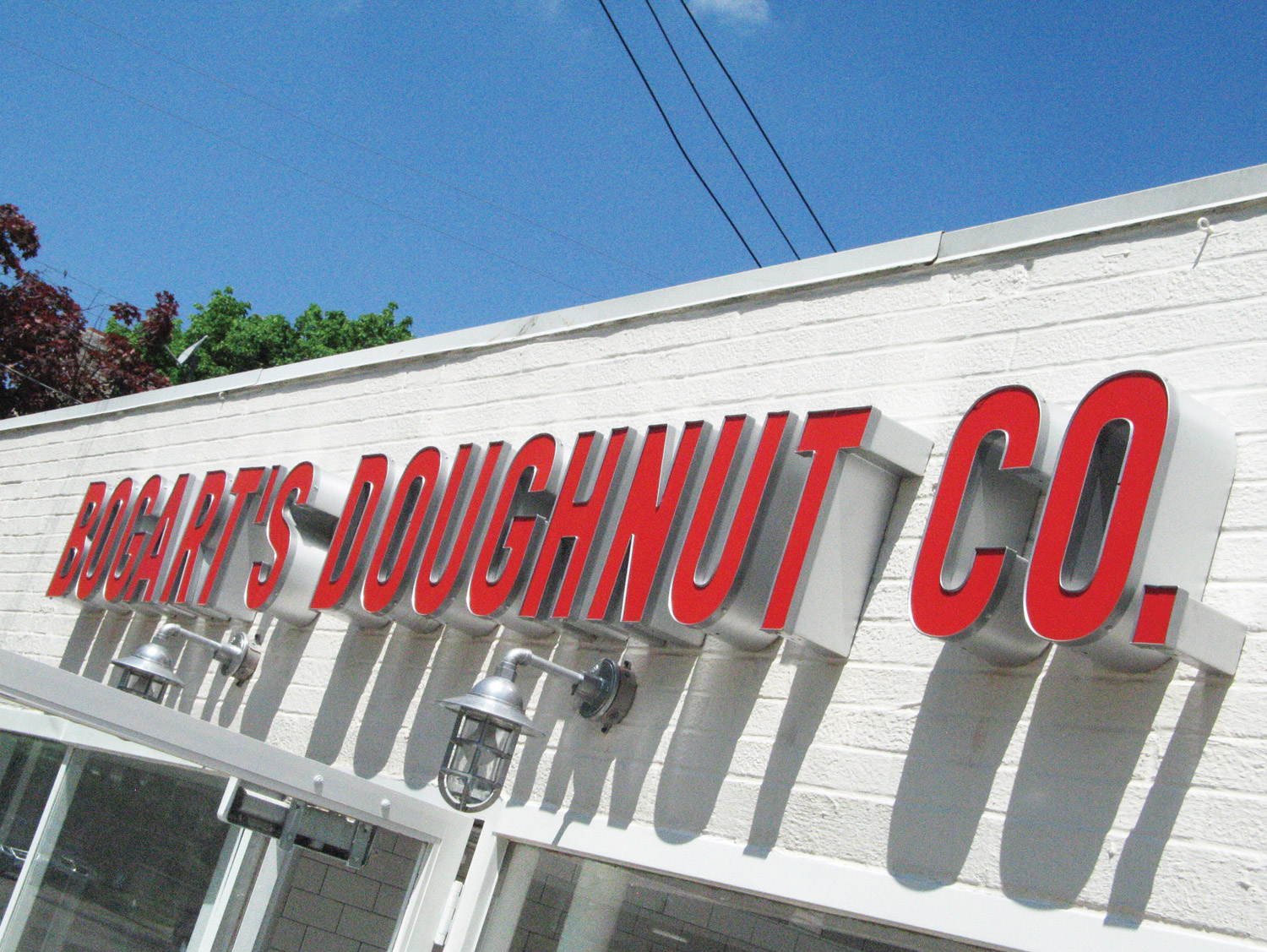 Bogarts-Doughnut-Co-Sign-01.jpg
