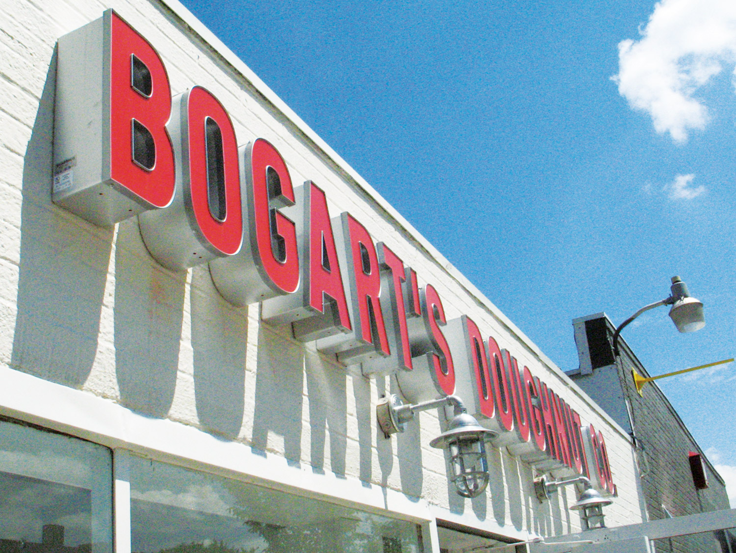 Bogarts-Doughnut-Co-Sign-02.jpg