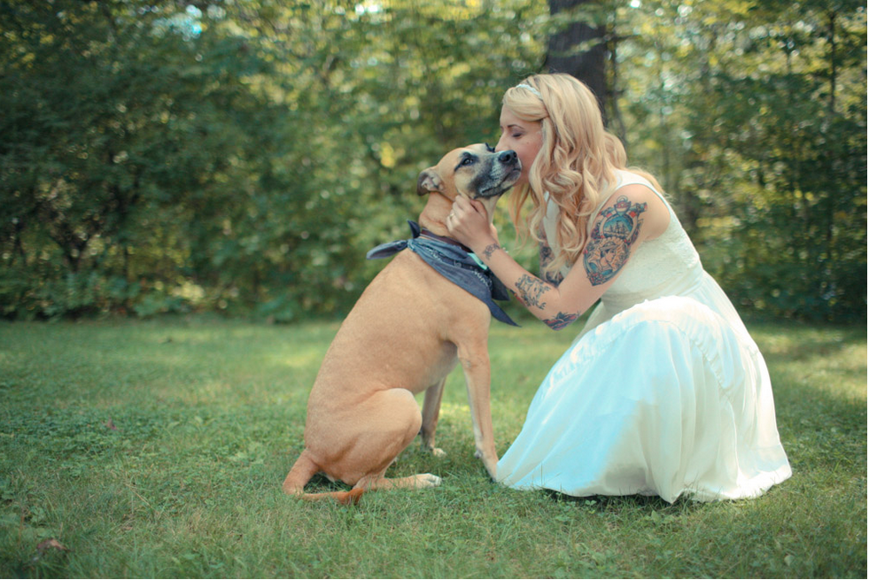 Is this picture not freaking adorable?  |  Photo by  Ryan Eyestone  via  Rock n' Roll Bride