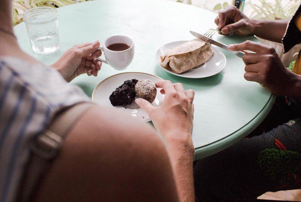 people eating.jpg