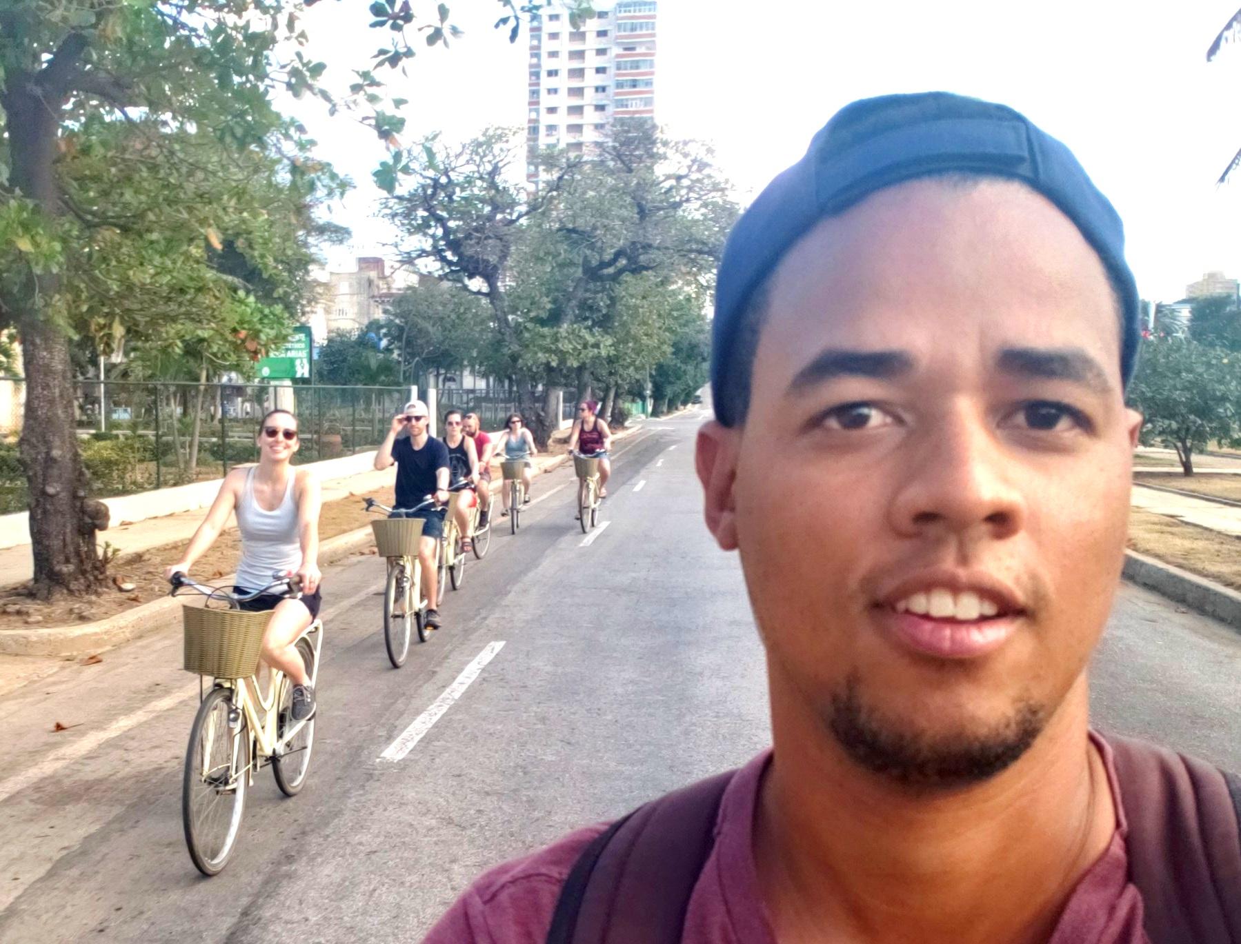 This is Gelín's brave selfie while biking