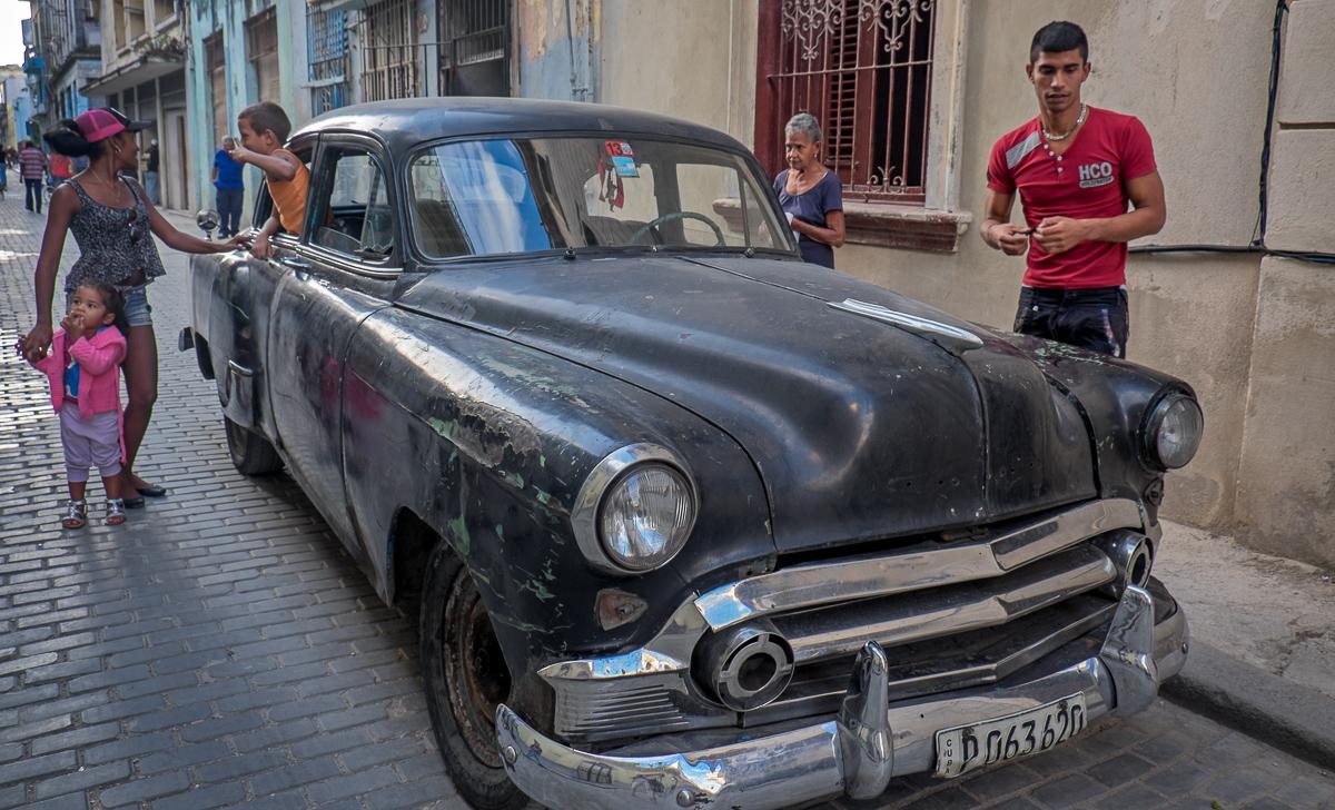 Cuban Family and Car