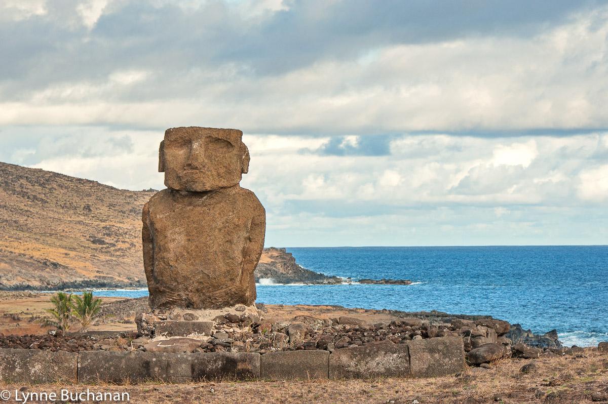 Lone Moai,Anekana Beach