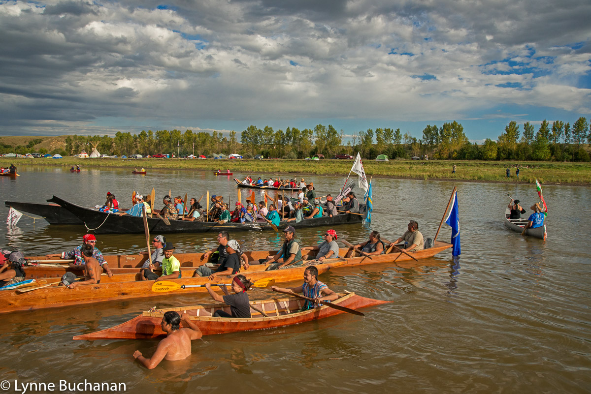 Guiding the Canoes In