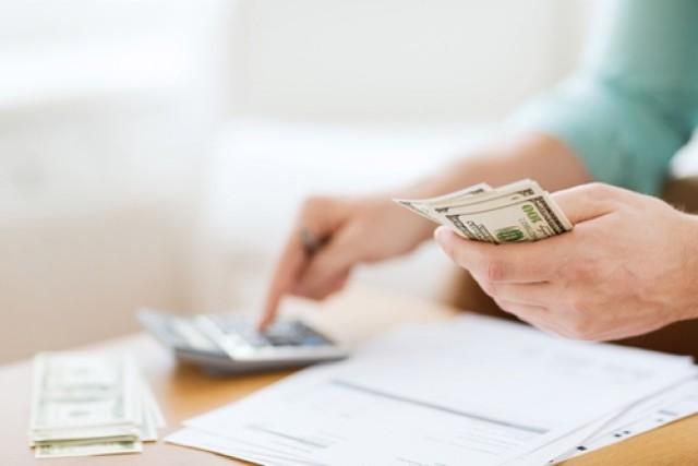mom planning finances budgeting