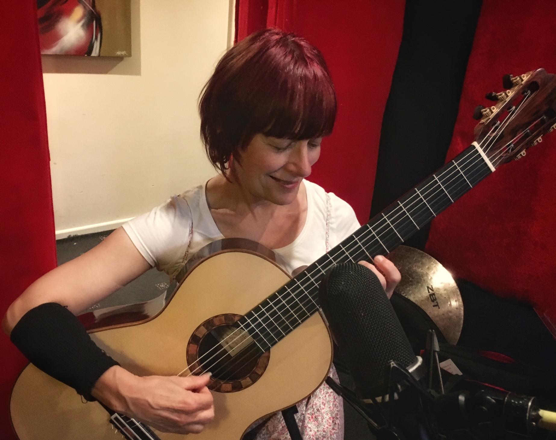 Yvonne Bloor plays Roy Courtnall lattice guitar ('Pericle' model)