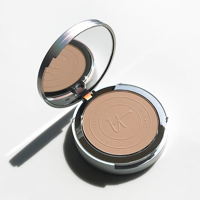 It Cosmetics Your Skin But Better CC+ Airbrush Perfecting Powder SPF 50+ In 'Medium'