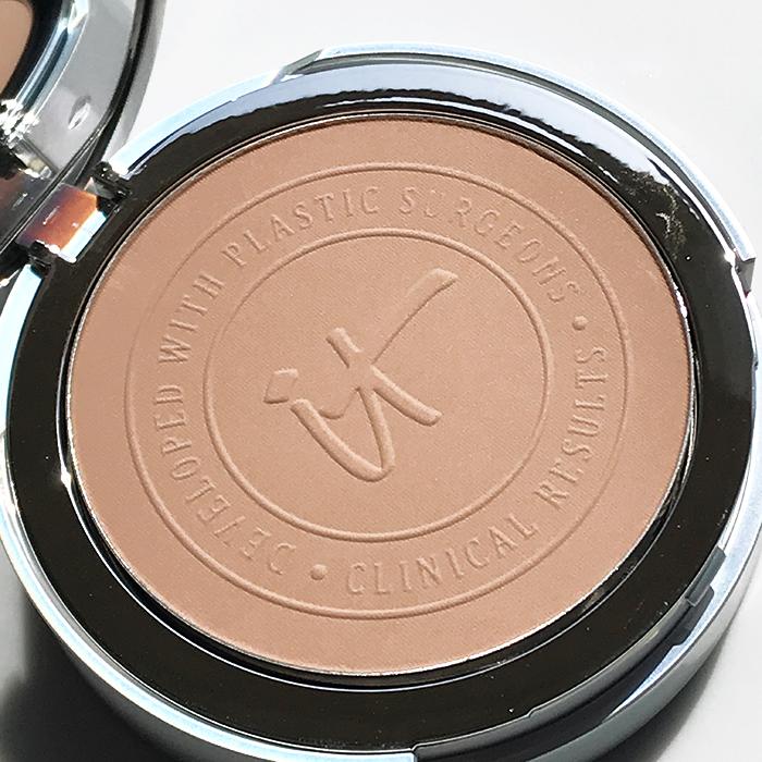 It Cosmetics Your Skin But Better CC+ Airbrush Perfecting Powder SPF 50+ In 'Medium'