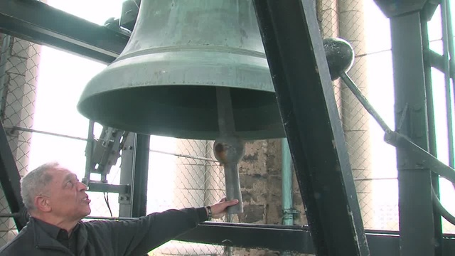 """Leon Bibb visits The McGaffin Tower and Carillon as one of his """"My Ohio"""" segments"""