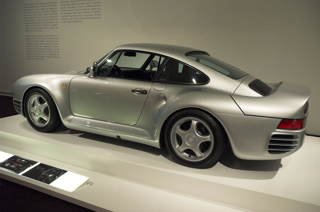The Most Iconic Car of the 1980s: Porsche 959