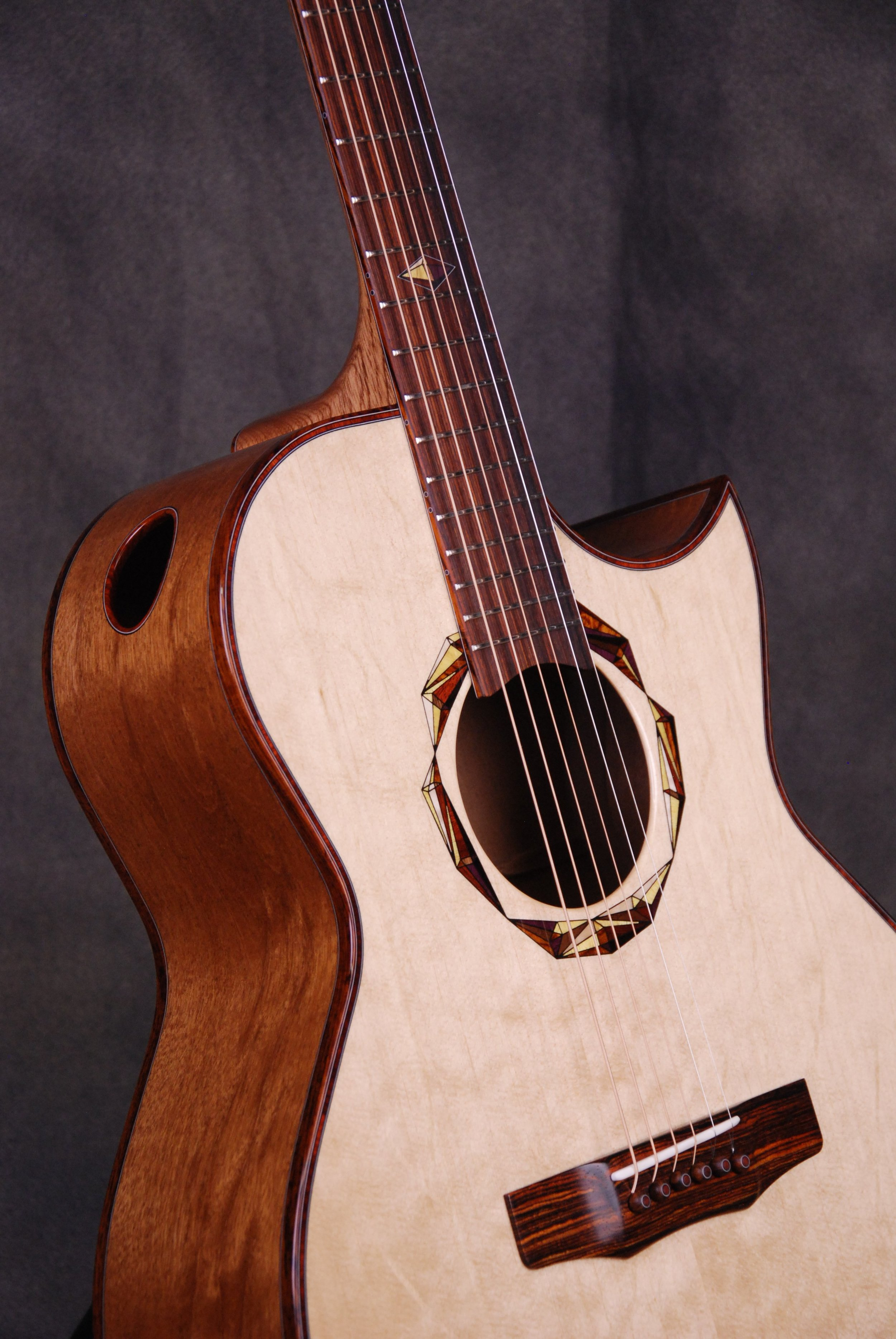 S/N 424 - Ambient Figured Honduran Mahogany Back & Sides, Bearclaw Sitka Top
