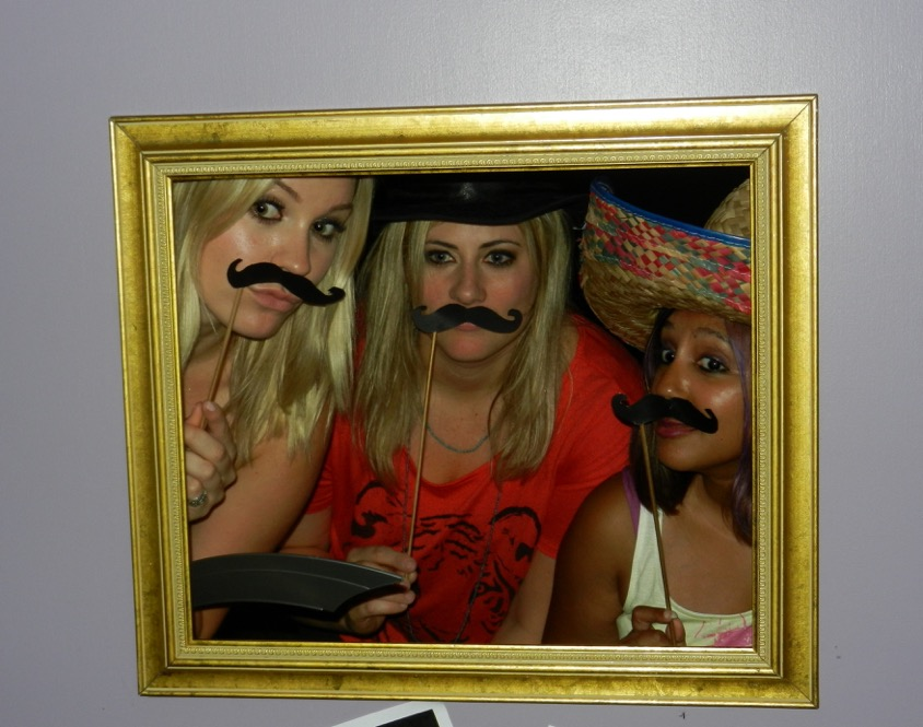 A friends themed photo booth...WHAT? Genius.