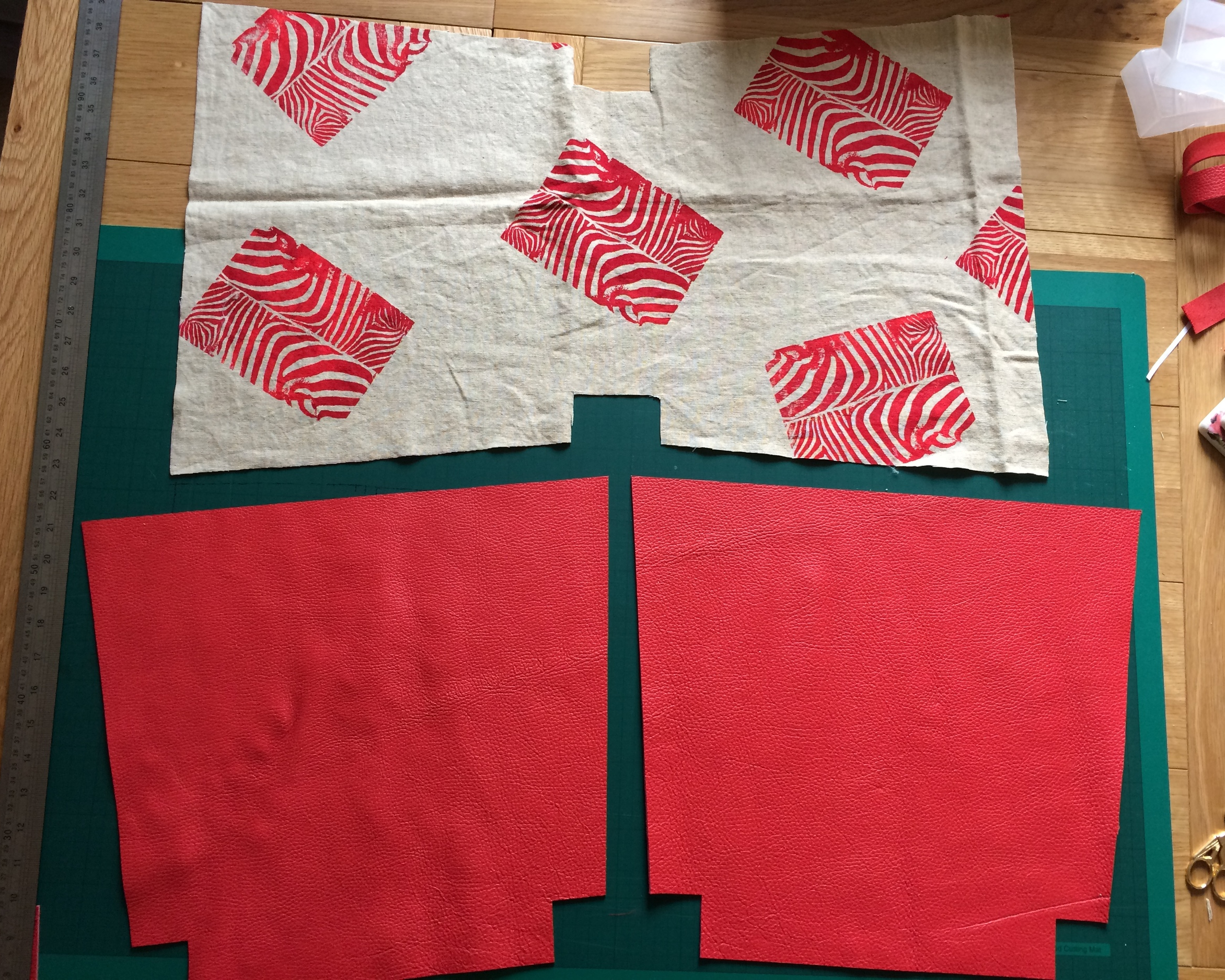 Pattern pieces for the leather and lining all cut out and ready to sew (the leather hide wasn't big enough so I had to cut the bag in 2 pieces