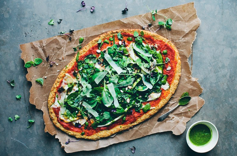 Green Pizza With Cauliflower Crust -