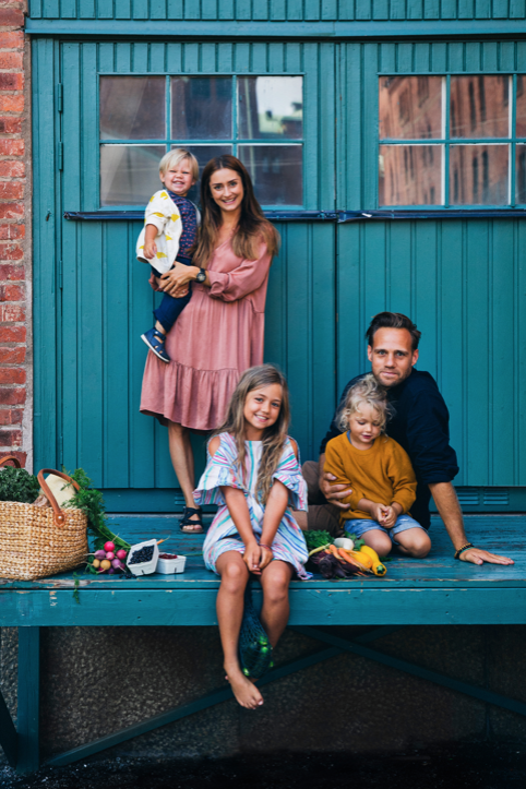 2. Green Kitchen Stories - This young super cutie family is also really great. Again, the focus on healthy, wholesome recipes that anyone would find delicious. These guys also have a ton of recipe videos which wins us all over right?