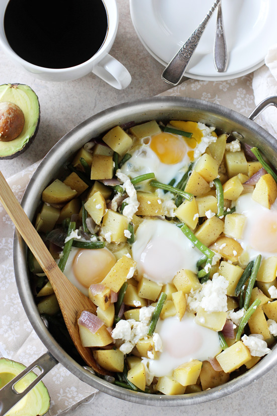 POTATO, GREEN BEAN AND GOAT CHEESE BREAKFAST SKILLET -