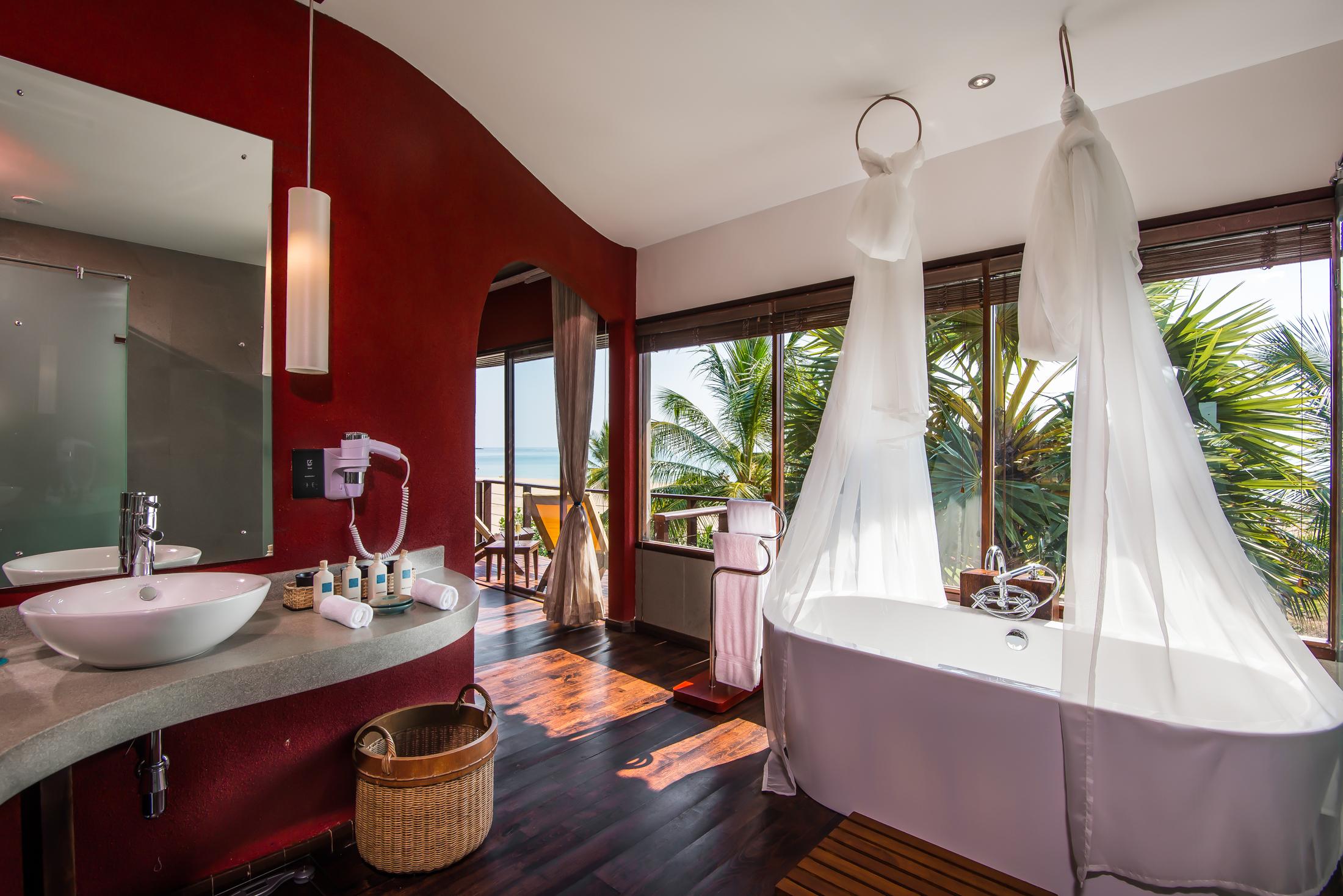 UgaBay-BeachVilla-Bathroom-BrandingFree-MidRes.jpg