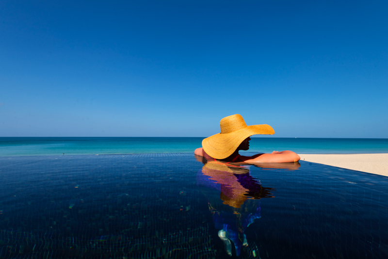 Aleenta-Pool-Lifestyle-Hat-NoLight-nosun-4.jpg