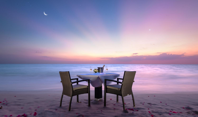 Aleenta-Romantic-Dinner-Beach-1.jpg