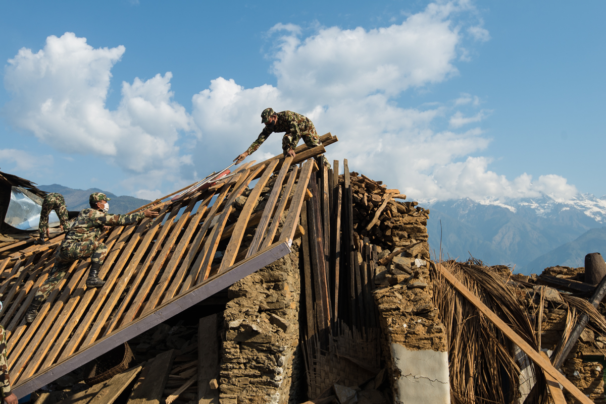 Soldier's help rebuild houses