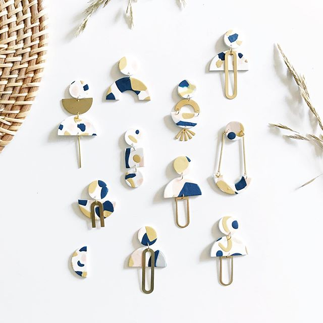 ✨ GIVEAWAY ALERT! ✨  Enter for a chance to win 10 pairs of earrings! I have absolutely fallen in love with this new slab technique and would love to work with you (the winner!) to create a completely custom line of earrings for you + your friends/fam to enjoy. You will be able to select 3-5 colors and I will create 10 pairs of earrings (styles will be a surprise) with your very own custom slab!  To enter:  1) Like this post 2) Follow @flowercrownsociety  3) Comment below with what color palette you would choose 4) Tag your besties for extra entries (one comment = one entry)  Giveaway will end on 10/14 at 12pm MT. Winner will be chosen at random and will be announced on 10/15! GOOD LUCK and can't wait to work with you!