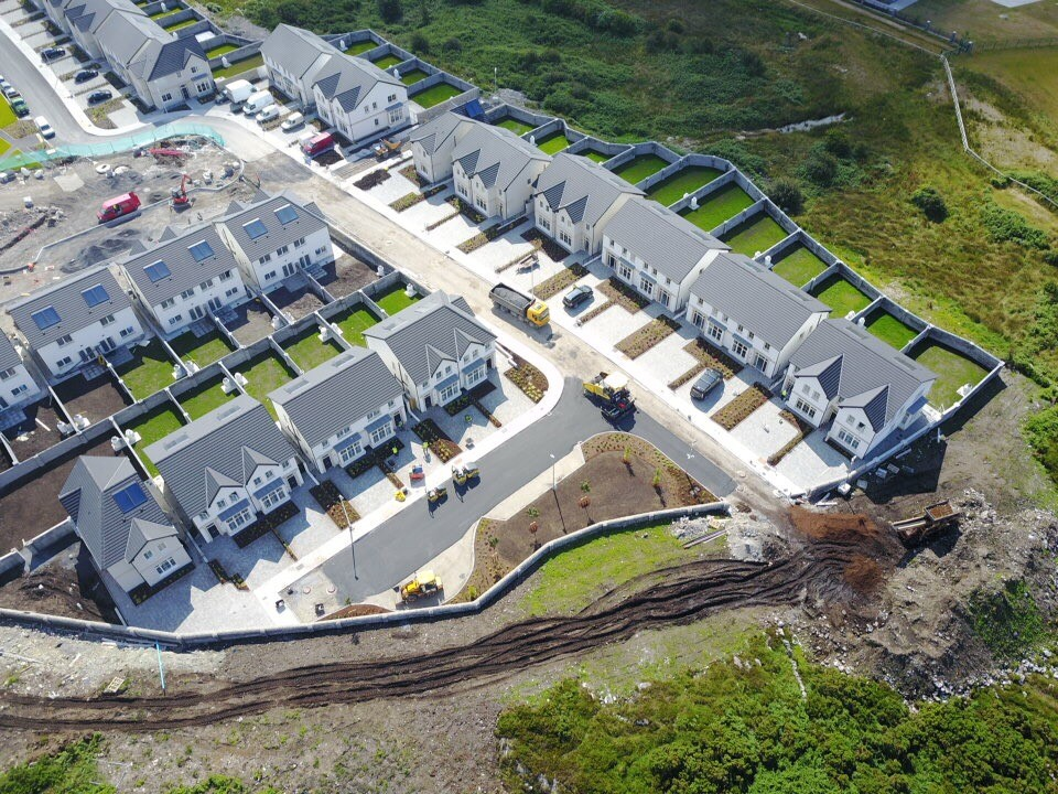 Maoilín, Ballymoneen Rd   Located to the west of Galway City,Maoilín consists primarily of suburban single family house developments. The housing types are arranged to provide balanced streetscapes, addressing a series of shared landscaped areas.