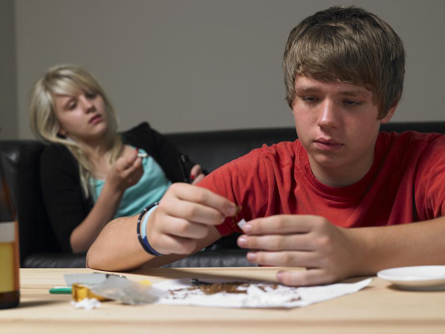 bigstock-Teenage-Couple-Taking-Drugs-At-13909076.jpg
