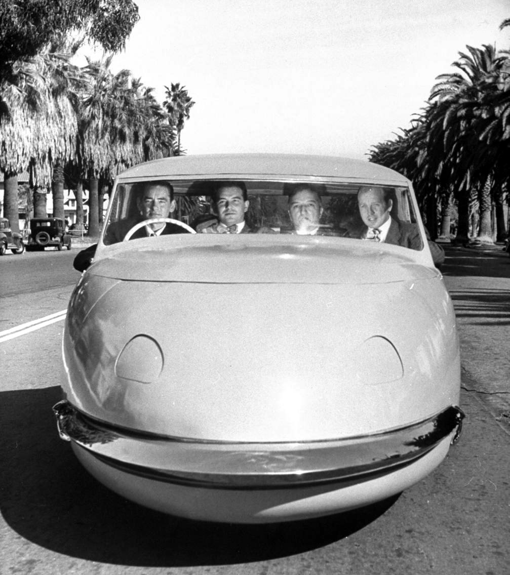 The Davis Divan three-wheeler could, supposedly, seat four across comfortably.