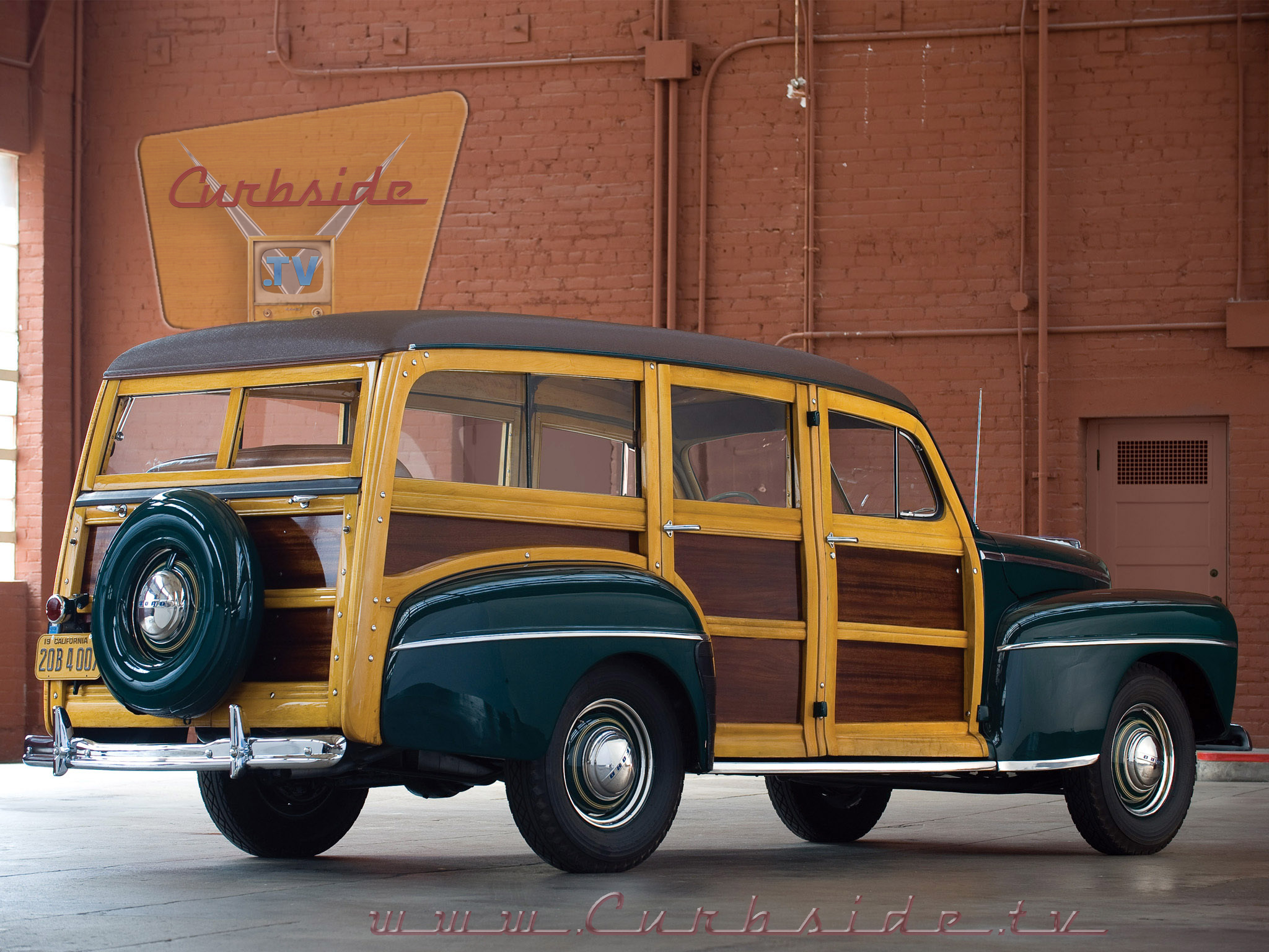 1947 Ford Super Deluxe Woody Back.png