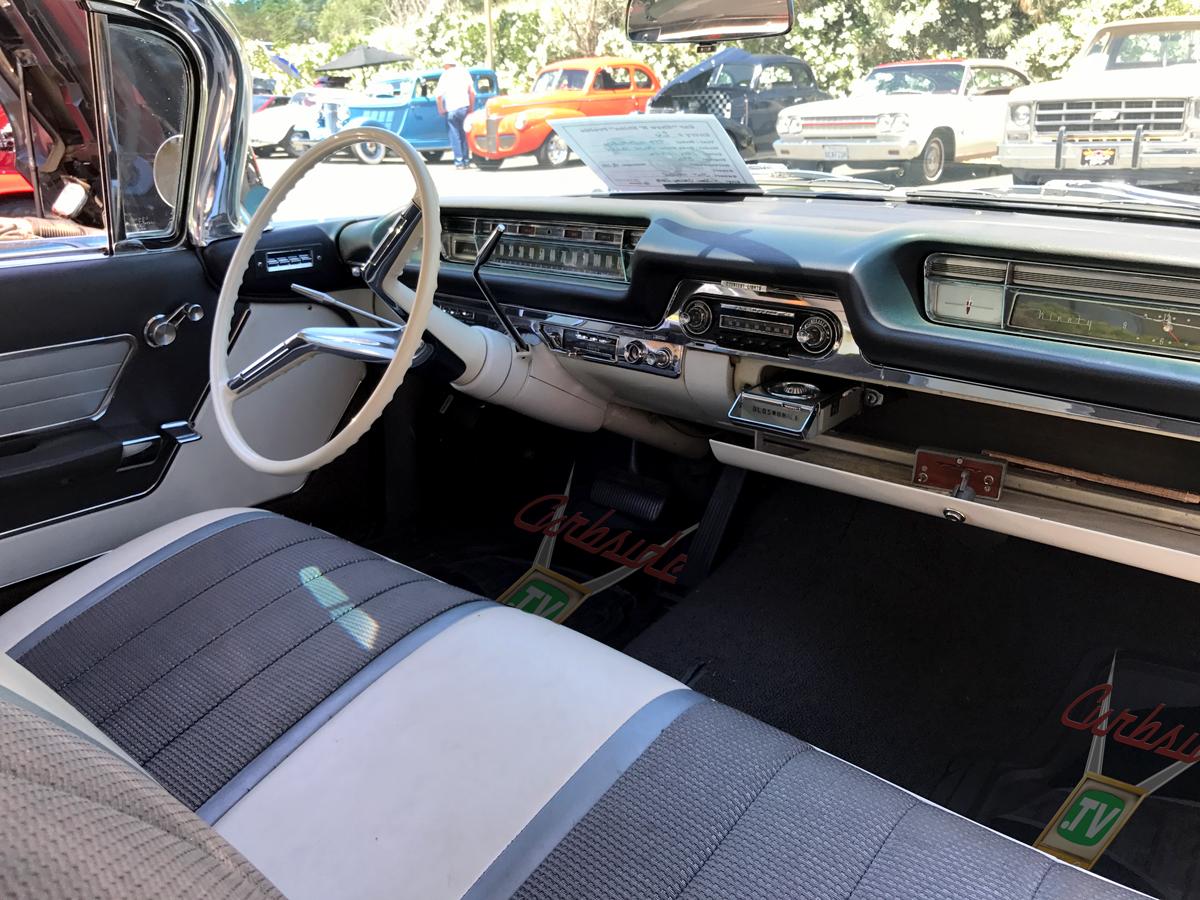 Olsmobile-98-1959-dash-radio.png