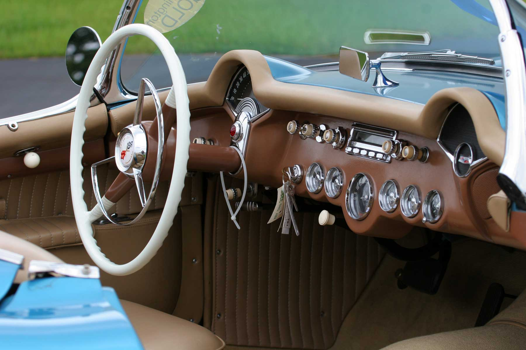 1954_Chevrolet_Corvette-Instrument-panel.jpg