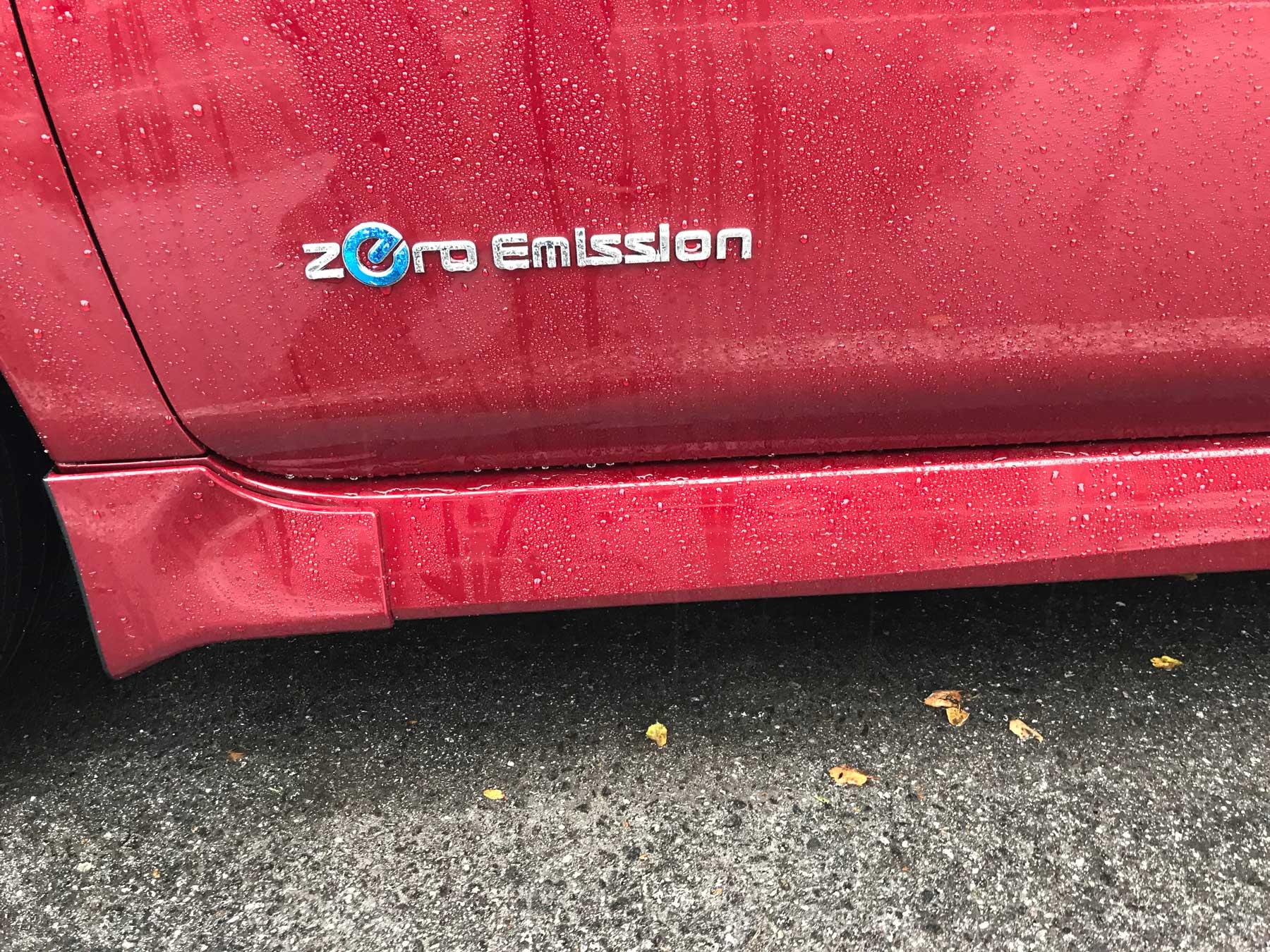 Nissan-Leaf-zero-emission.jpg