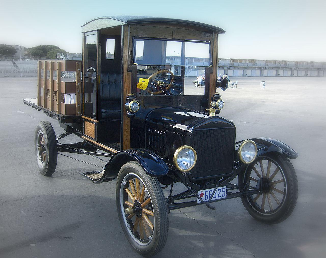 1280px-1919_Ford_Model_T_Pickup.jpg
