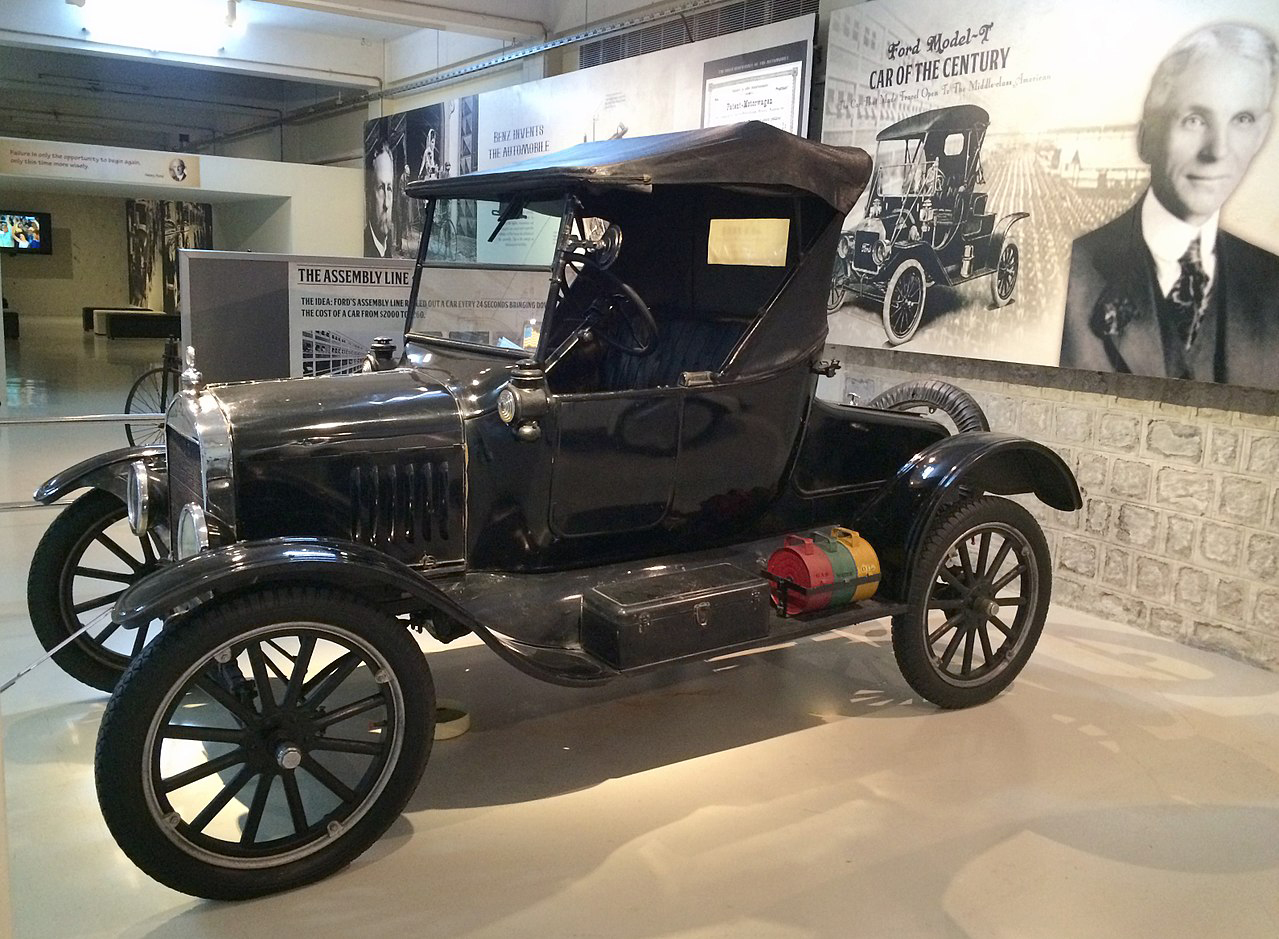 1280px-1924-1925_Ford_-_T_Roadster,_Coimbatore_(2).jpg