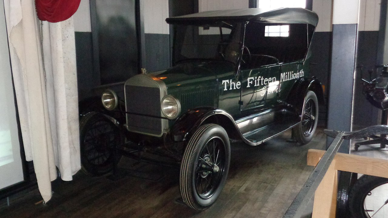 1280px-Ford_Model_T_-_Serial_No._15,000,000,_Built_May_1927.jpg
