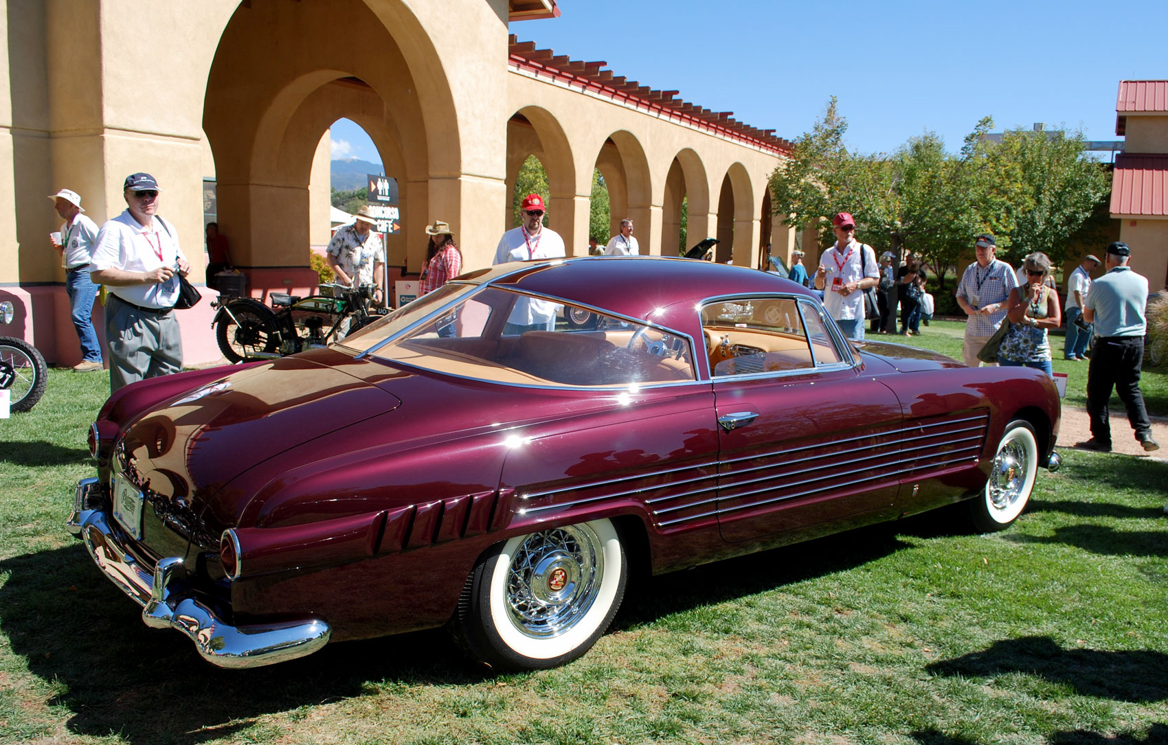 Rita-Hayworth-Cadillac-Ghia-pc.jpg