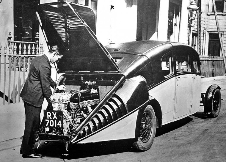 Burney Streamliner engine open.png