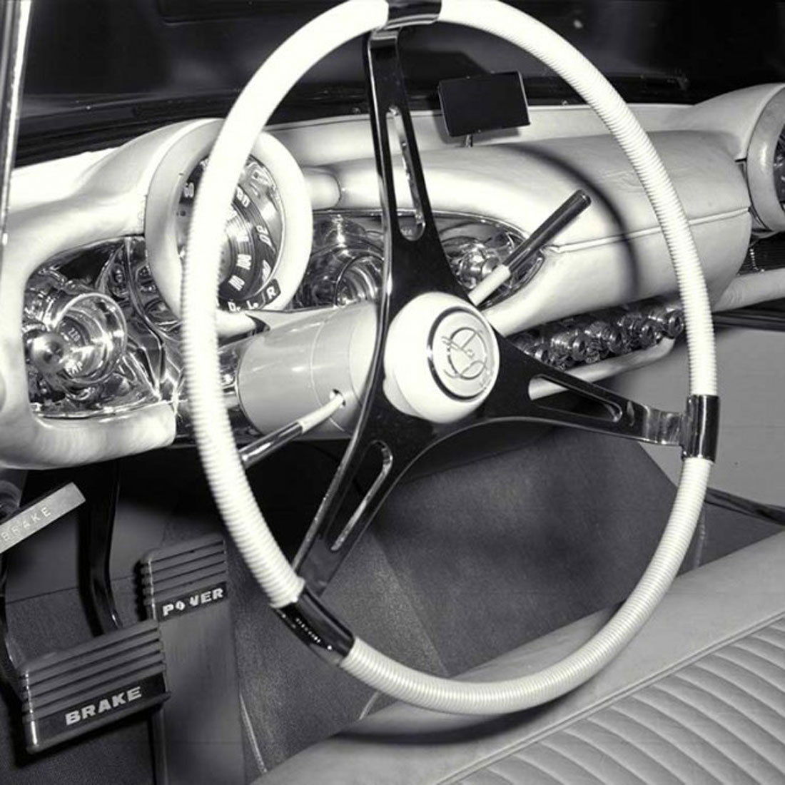 LaSalle-Sedan-instrument-panel.jpg