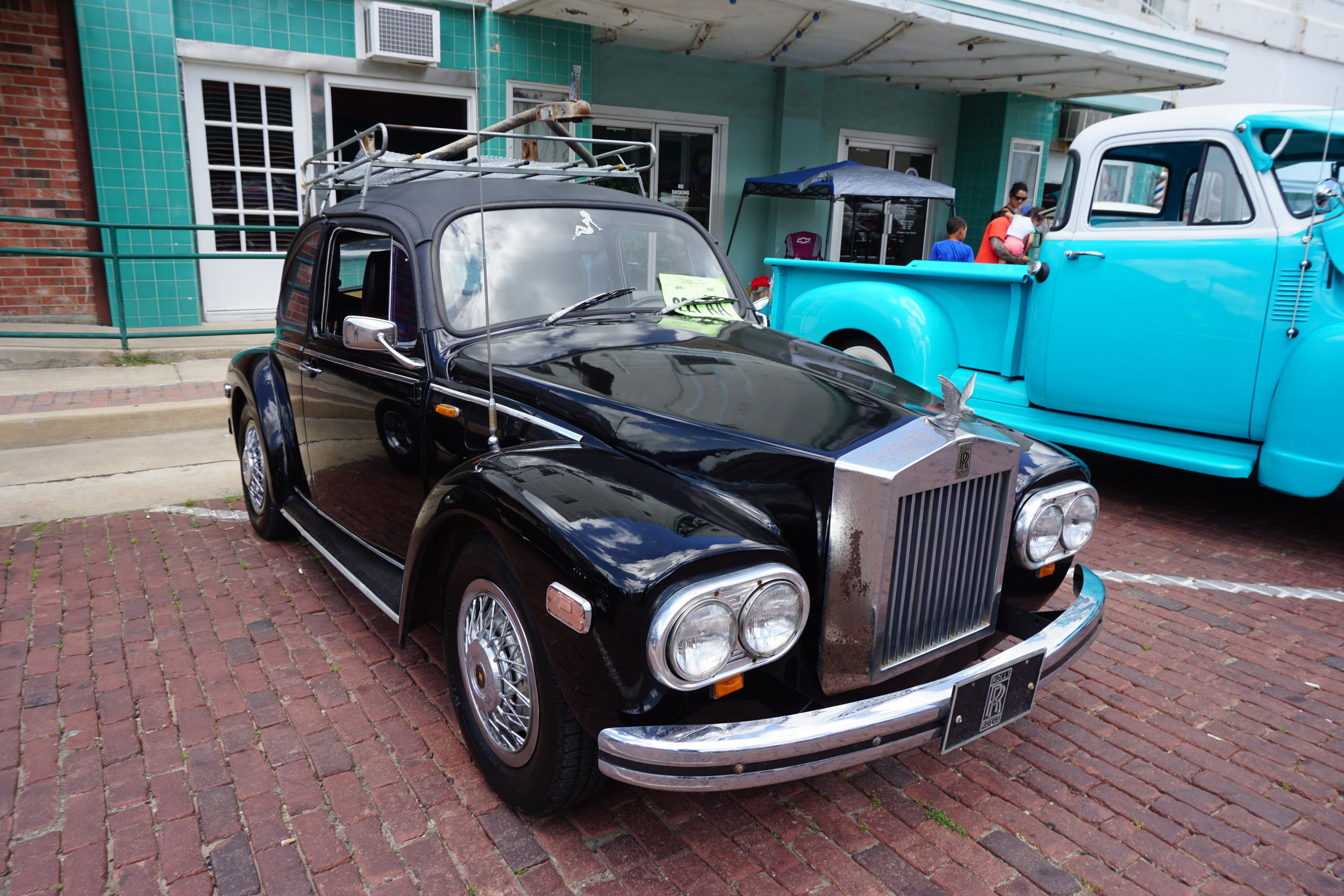 2018_Draggin'_Main_Car_Show_&_Cruise_04_(1969_Volkswagen_Beetle_Rolls-Royce_Silver_Wraith_II_kit_car).jpg