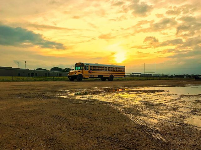 We love a good #sunset! Got to travel to Houston this past week on a shoot for #icbus 🚌 and soaked up every bit of the warm Texas sun ☀️ Great break from Chicago's #polarvortex 🥶! Photo by @jack.goodwinphoto 📷💥
