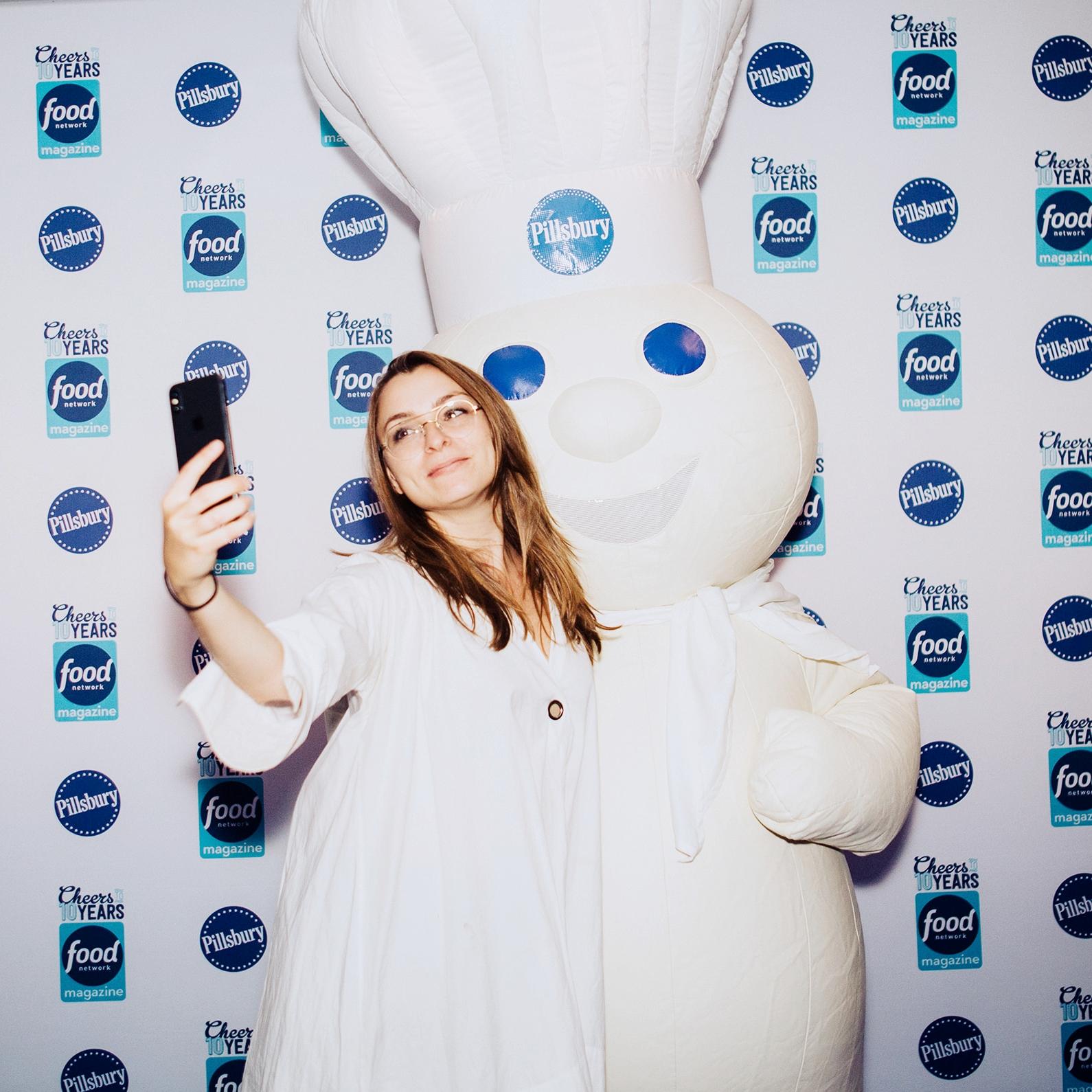 Food-Network-Magazine_party_new-york_rubik-marketing-step-and-repeat-pillsbury-selfie.jpg